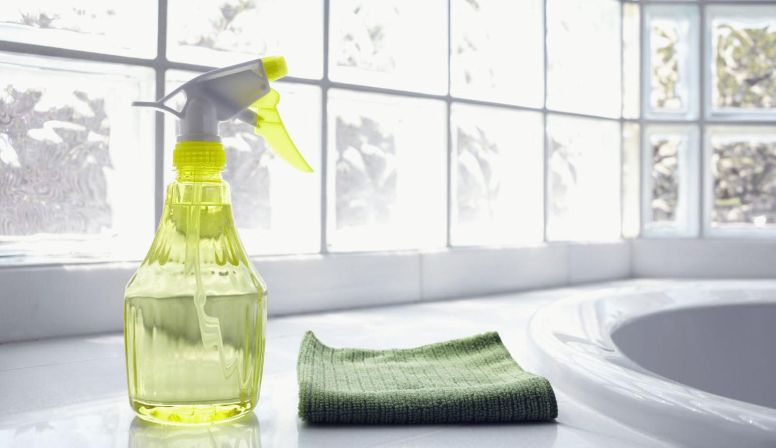 Pulire I Vetri Con Aceto pulire casa con aceto bianco: 7 prodotti da buttare